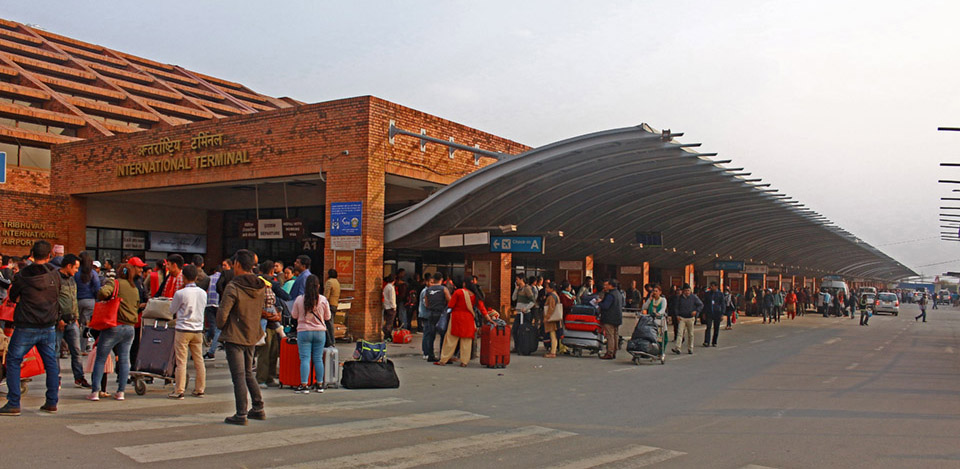 विमानस्थलबाट अवैध अमेरिकी डलरसहित पाकिस्तानी नागरिक पक्राउ