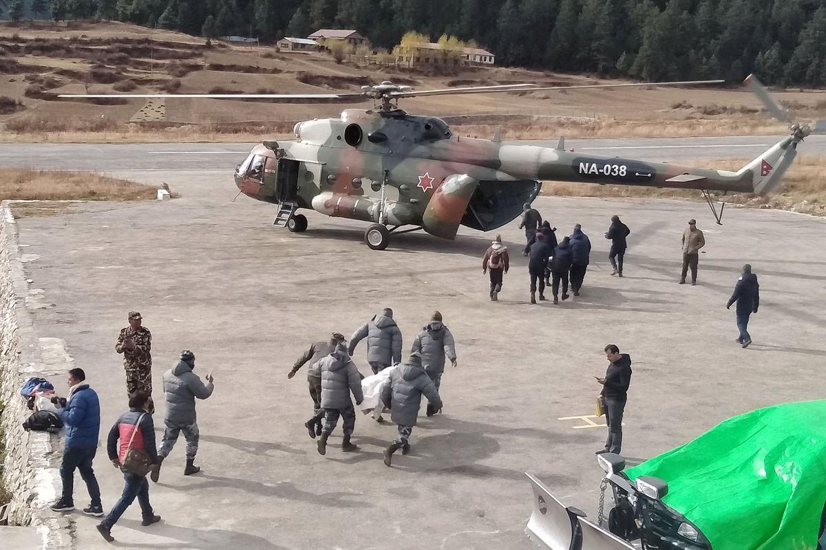 टिपर दुर्घटनाका घाइतेलाई सेनाको हेलिकप्टरबाट नेपालगञ्ज लगियो