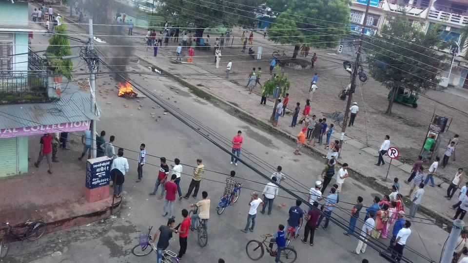 कोहलपुरमा कर्फ्यू हटाइयो, विद्यालय र बजार ठप्प