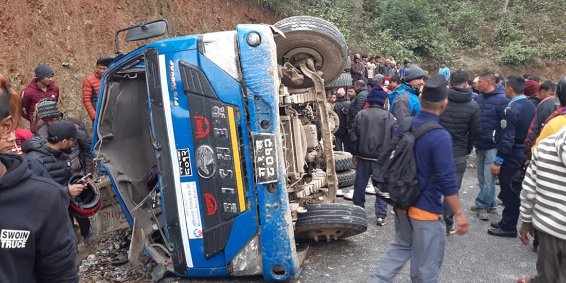 धादिङमा ट्रक दुर्घटना : ६ को मृत्यु, १९ घाइते