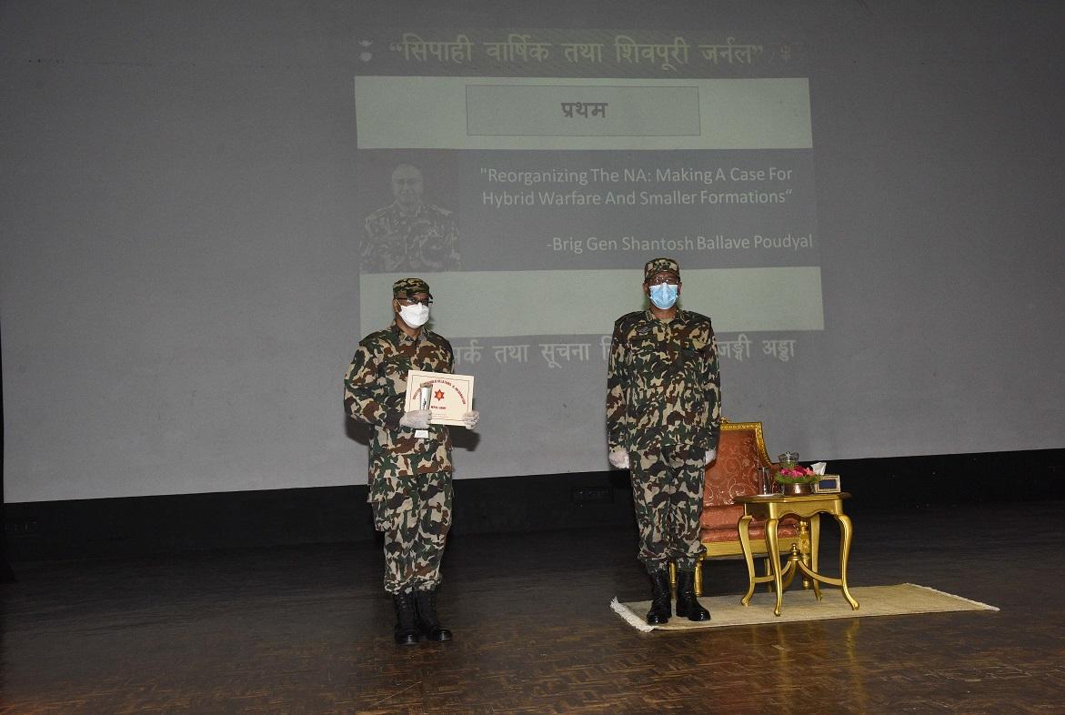 सैनिक प्रवक्ता पौडेलसहित ३ अधिकृत पुरस्कृत